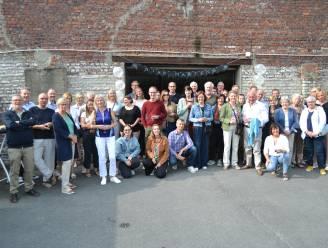 Buren Dirk Martensstraat samen voor aperitief en fototentoonstelling