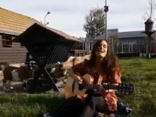 Haagse muzikanten maken duet met Duindorpse dieren voor klimaatstaking