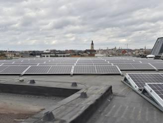 """140 zonnepanelen op dak CC De Spil: """"Ieder jaar 12 ton CO2 minder uitstoot"""""""