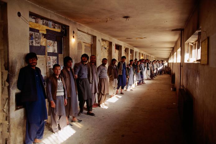 Gevangenen van de Pul-e-Charkhi-gevangenis in de jaren negentig.