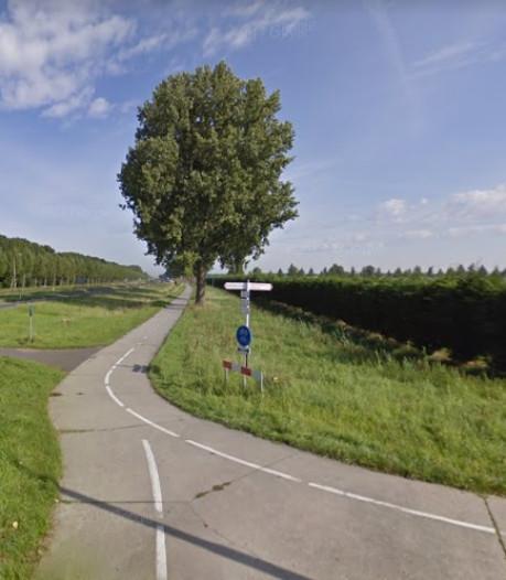 Fietspad langs Biddingringweg bij Dronten grotendeels weer open na kap populieren