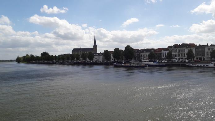 Het Stadsfront van Kampen met als blikvanger de Bovenkerk
