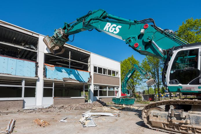 De sloop van gebouw R1.