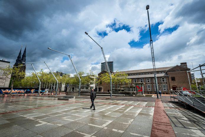 Het Stadhuisplein in Eindhoven met het Kantongerecht en op de achtergrond de Catharinakerk.