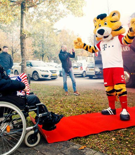 Zieke Jantje van de Bunnikside (52) maakt geen koprollen meer, maar FC Utrecht vergeet hem niet