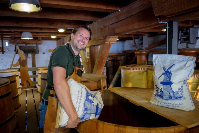 Rutger Vismans voelt zich als brandersknecht als een vis in het water in het Jenevermuseum, zijn nieuwe werkgever.