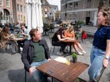 Nijmegen mocht weer het terras op en dat ging ongeveer zo: 'Het lijkt wel of iedereen vakantie heeft'