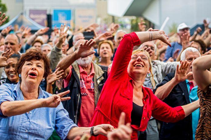 Rotterdam zingt op het Schouwburgplein in Rotterdam.