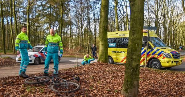 Wielrenner gewond na ongeluk in Doorwerth.