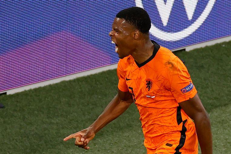 Denzel Dumfries viert zijn 2-0 tegen Oostenrijk afgelopen donderdagavond in de Johan Cruijff ArenA.  Beeld AP