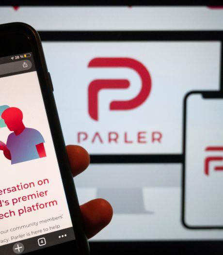 Omstreden Twitter-alternatief Parler keert terug in appwinkel