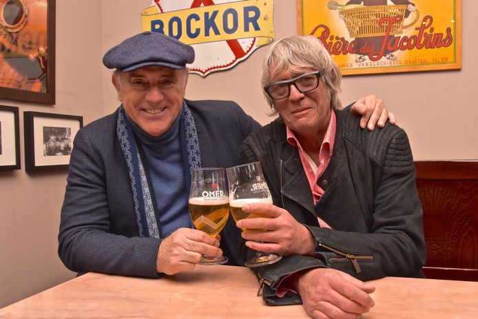 Pieter Aspe overleden. In 2017 bezocht hij nog met Herbert Flack de brouwerij in Bellegem waar ze Omer brouwen.