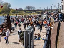 Enorme drukte op Koningsdag in Deventer: mensen in centrum worden weggestuurd