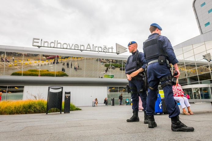 Marechaussee voor Eindhoven Airport.