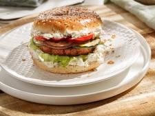 Wat Eten We Vandaag: Vegetarische burger met mediterrane groenten