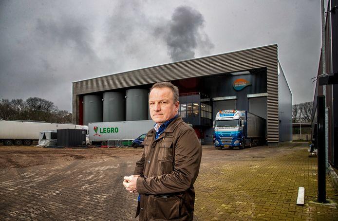 Rini Ruitenschild woont vlak bij de biomassacentrale aan de Knuttelweg in Ede en heeft daar veel last van.