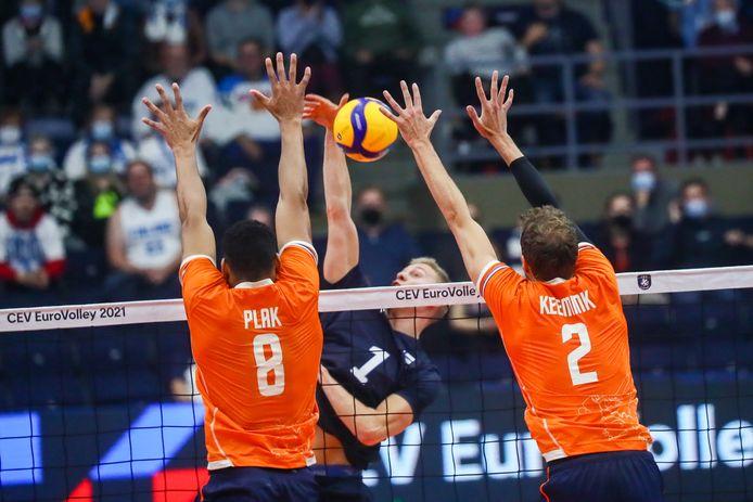 Fabian Plak (l) hier nog in actie tijdens het EK volleybal.