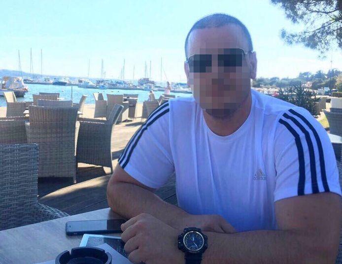 De politie vermoedt dat deze Alfred V. (39) en zijn neef Elvis V. het geld transporteerden.