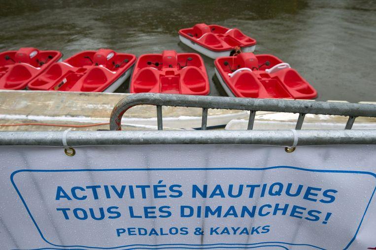 Brussel-Bad: de waterfietsen liggen werkloos aan de kant. Beeld PHOTO_NEWS