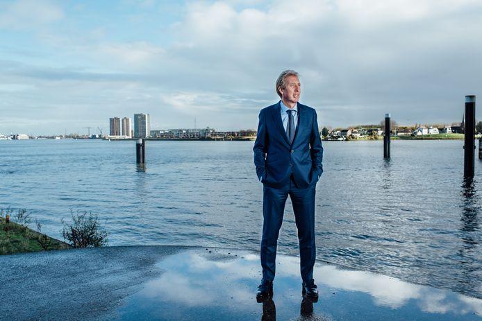 Jan Rotmans: 'Iedere vier, vijf jaar schokt een crisis de wereld'