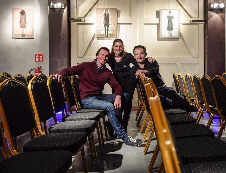 Stand-upcomedian Bert Gabriëls en theateruitbaters Valérie Van den Berghe en Frank Van Erum.