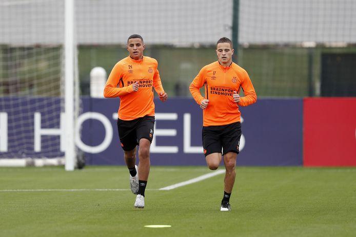 Ibrahim Afellay (rechts) en Mohamed Ihattaren vorig jaar in januari in training bij PSV.