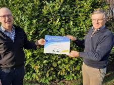 Marcel Kuijpers schenkt 3000 euro aan Stichting Medisch Werk Mumbai in Heeswijk-Dinther