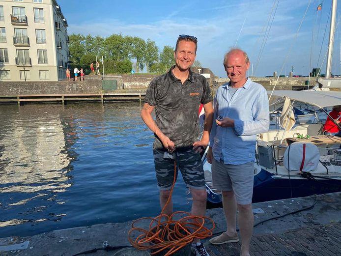 Olaf van Rutten met Paul, de eigenaar van het opgeviste horloge.
