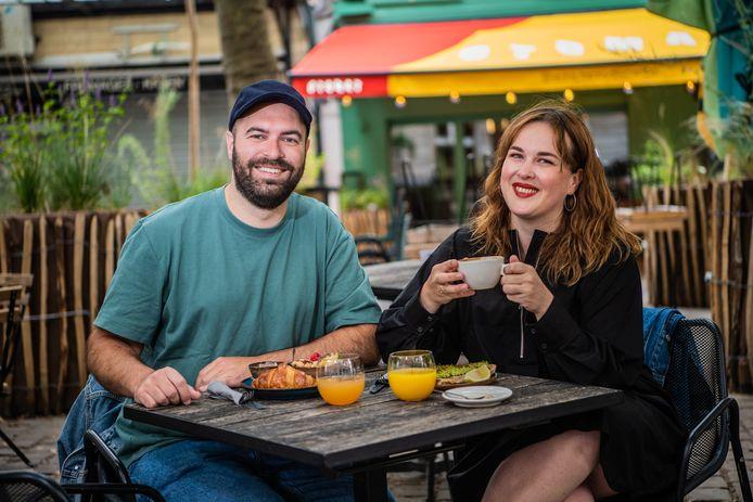 Het koppel tijdens een zeldzaam ontbijt samen, in hun woonplaats Brussel.