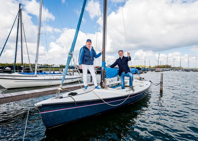 Leefbaar Rotterdam-lid Pieter van Hoof (rechts) maakt zich druk over de subsidiesoap rond watersportvereniging Buurman in Nesselande. Links Monique Nuytermans van Buurman.