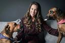 Laurence Van Tongerloo met haar hondjes Djoels en Stella.