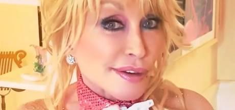 Dolly Parton (75) maakt Playboy-cover uit 1978 na voor jarige echtgenoot