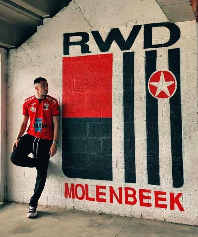 Ivann Botella, een aanvaller die overkomt van de Franse club Sporting Club de Lyon, tekende een contract voor twee seizoenen bij RWDM.