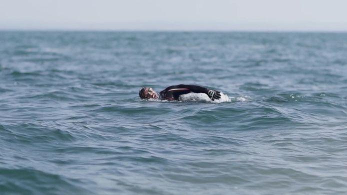 De Brit Ross Edgley is de eerste man die om het complete vasteland van Groot-Brittannië is gezwommen.