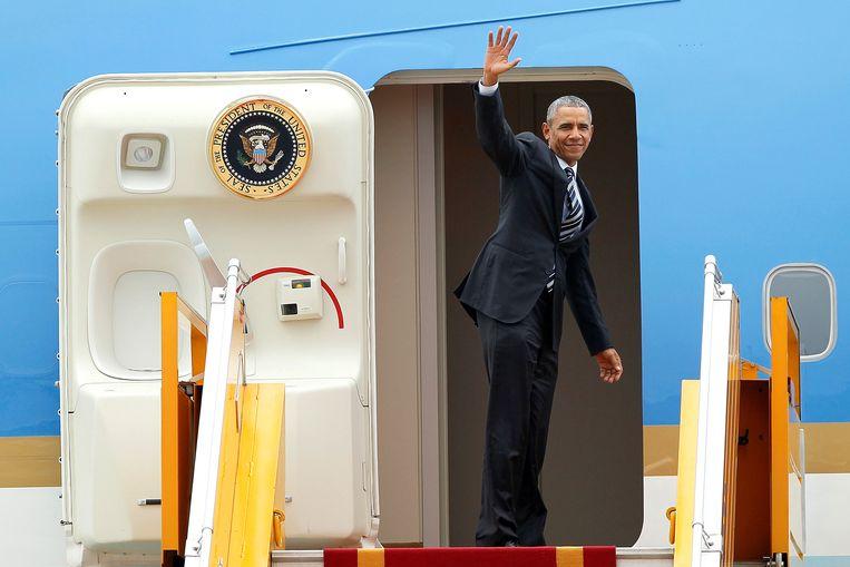 President Obama stapt aan boord van Air Force One om Vietnam te verlaten. Beeld REUTERS