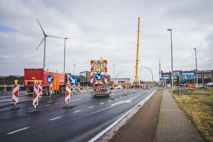 Archiefbeeld: De werken aan de Vliegtuiglaan in Gent, vlak bij Weba en Decathlon, zijn stevig in de soep gedraaid.