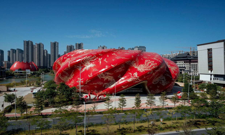 Nr. 1: theater in Guangzhou. Reden: vergezochte creativiteit, willekeurige collage van Chinese elementen, groteske vormen, schade aan imago van de stad.
