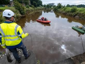 Brandweer en Aquafin proberen met luchtpompen vissen van de verstikkingsdood te redden