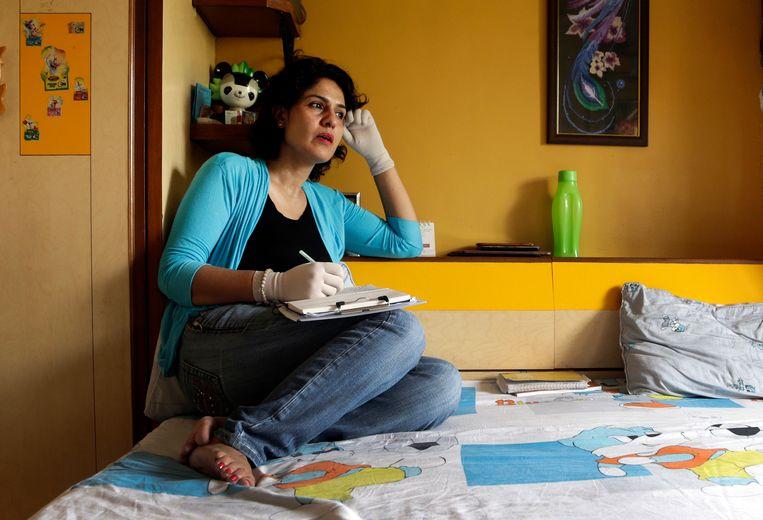 Nidhi Chaphekar thuis in Mumbai. De stewardess van Jet Airways is bekend van een foto bij de uitgang van metrostation Maalbeek, vlak na de aanslag op 22 maart 2016. Onder anderen Chapekhar werd geïnterviewd voor het boek 'Bommen in Brussel'. Beeld AP