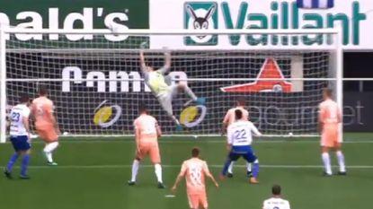 Met deze schitterende kattensprong verhinderde doelman Sels een tegentreffer voor Anderlecht