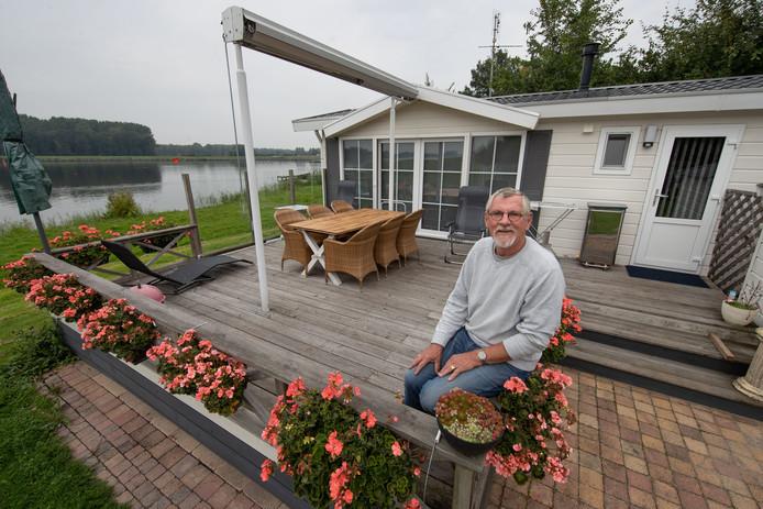 Klaas Kaptijn is er klaar mee. Nu hij zijn geschil heeft verloren, vertrekt hij met zijn chalet naar Terra Nautic in Zwolle.