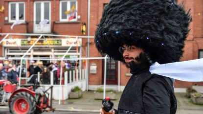 """Buitenlandse kritiek op Joodse kostuums zwelt aan: """"België zou zich moeten schamen"""""""