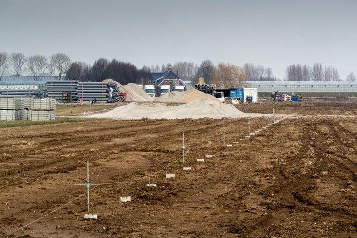 De bouwlocatie van het kassencomplex aan de Uilkerweg in Zuilichem.