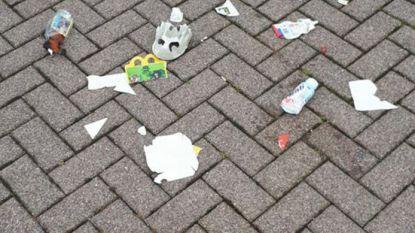 """Nederlandse politie dumpt zwerfafval terug in voortuin van hangjongeren: """"We brengen terug wat 'vergeten' is''"""
