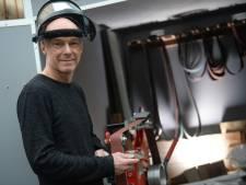 Hengeloër Ebel-Jan (52) maakt vlijmscherpe messen