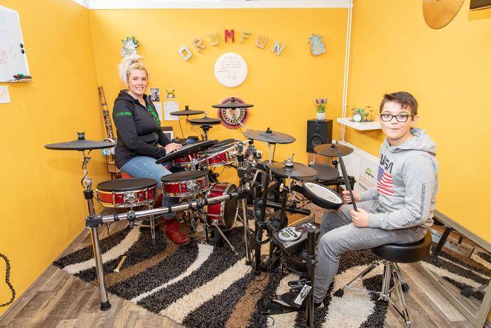 Tamara Wisse met Joep Buijsrogge in de Drumfunkamer.