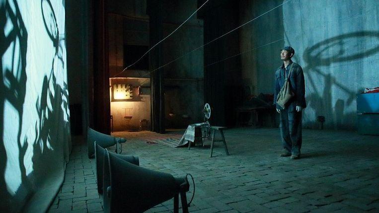 Beeld uit de film One Second van Zhang Yimou.  Beeld filmbeeld