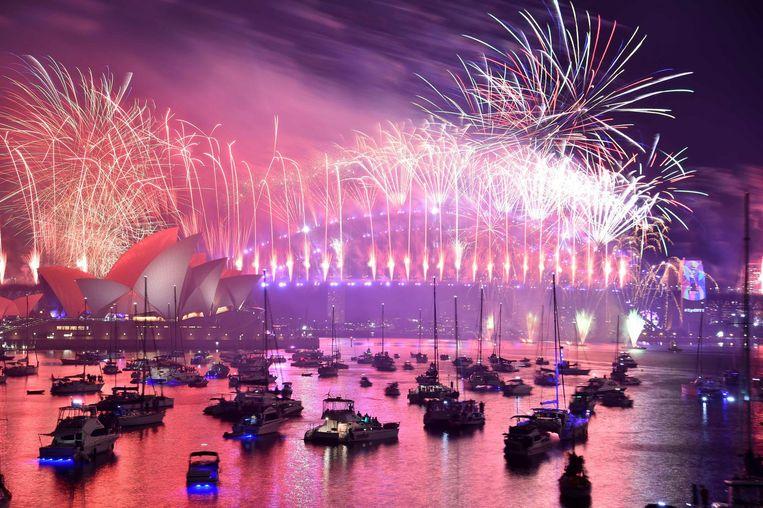 Het vuurwerk brengt veel geld op, omdat duizenden toeristen ervoor naar Sydney afzakken.