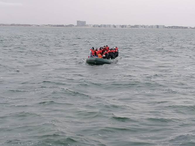 """Zoekactie naar bootje met 25 vluchtelingen voor kust van Zeebrugge: """"Opvarenden belden noodcentrale en vroegen om hulp"""""""
