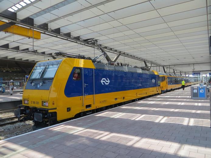 De Intercity Direct op Rotterdam Centraal